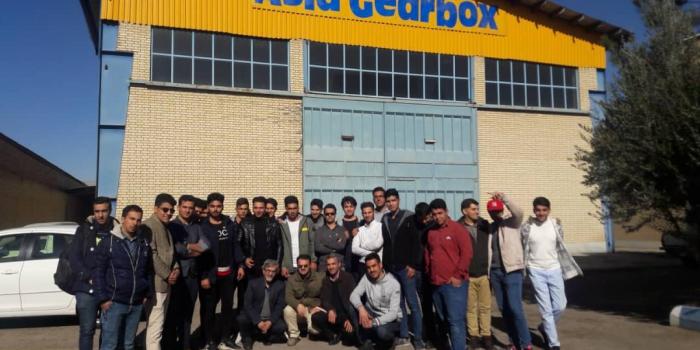 بازدید دانشجویان رشته مکانیک دانشگاه خمینی شهر به همراه اساتید از شرکت صنعت سازان اسپادانا